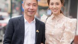 NSND Công Lý U50 trẻ trung phong độ bên vợ sắp cưới kém 15 tuổi