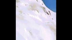 Video: Hãi hùng cảnh lở tuyết chôn sống nhiều người ở Thụy Sĩ