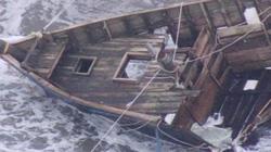 Kinh hoàng thuyền ma chở toàn xương người dạt vào bờ biển Nhật Bản