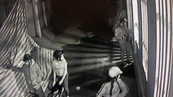 Clip trộm đột nhập nhà dân ở Sài Gòn lấy mô tô hơn nửa tỷ đồng