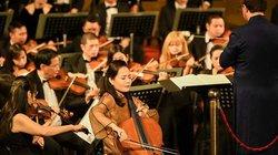 Đinh Hoài Xuân tặng học bổng cho 6 sinh viên xuất sắc của Học viện Âm nhạc Huế