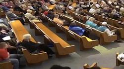 Rùng mình cảnh đấu súng khiến 3 người thiệt mạng trong nhà thờ Mỹ
