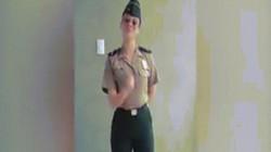 Nữ cảnh sát Peru mặc váy bó sát khoe đường cong đối mặt nguy cơ bị kỷ luật
