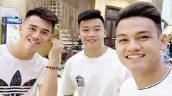 """Các cầu thủ U23 Việt Nam thi nhau cắt tóc """"cầu may"""" chào năm mới"""