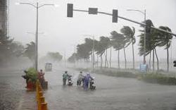 Clip: Khẩn cấp, bão số 10 sẽ gây gió mạnh trên biển, từ đêm nay nhiều tỉnh Nam Trung Bộ mưa rất to