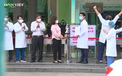 Vỡ òa hạnh phúc trong thời khắc dỡ bỏ phong tỏa bệnh viện Đà Nẵng