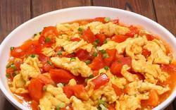 Làm trứng bác cà chua, nhớ 5 mẹo này mới ngon, trứng mềm không khô hay nhiều nước