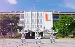 """Thú vị Robot Bách khoa biết múa """"Covid nhanh đi đi"""" chào tân sinh viên"""