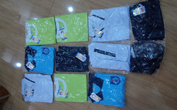 Phụ huynh ở TP.HCM bức xúc vì con học trực tuyến vẫn phải mua 9 bộ đồng phục