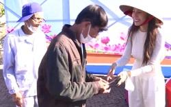 Vợ chồng Công Vinh - Thuỷ Tiên đã trao hỗ trợ cho người dân bị bão lũ ở Quảng Ngãi như thế nào?