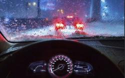 Kinh nghiệm tài xế Việt cần biết khi lái xe ô tô dưới trời mưa bão
