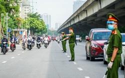 Hàng loạt người dân ra đường thiếu giấy tờ bị lực lượng liên ngành xử lý