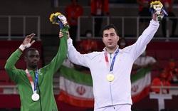 """""""Ao làng"""" ở Olympic 2020: Võ sĩ bị knock-out bất động, tỉnh dậy nhận HCV"""