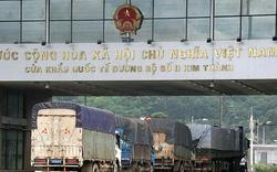 """Trung Quốc """"mở cửa"""" thế nào cho thanh long, chuối qua cửa khẩu Lào Cai?"""