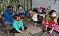 Hàng trăm người dân từ vùng dịch tự ý về quê bị chặn ở cửa ngõ tỉnh Hậu Giang