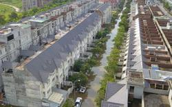 """Clip: Toàn cảnh làng triệu đô phố biến thành """"sông"""" giữa Hà Nội"""