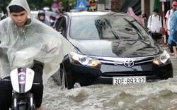 Nhiều tuyến đường Hà Nội ngập nặng vào giờ tan tầm sau cơn mưa lớn