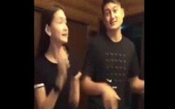Clip: Văn Lâm nhảy cùng em gái lớn phổng phao gây sốt