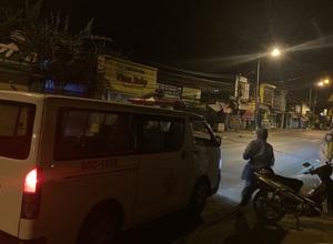 Phun khử khuẩn ngôi nhà có ca nhiễm Covid-19 tại TP Long Khánh (Đồng Nai) ngay rạng sáng