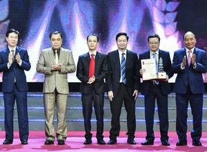 Ảnh: Chủ tịch nước Nguyễn Xuân Phúc dự Lễ trao Giải báo chí quốc gia lần thứ XV - năm 2020