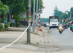 Căng dây phong toả hàng trăm hộ dân dọc quốc lộ 1A vì phát hiện nhiều ca dương tính với Covid-19