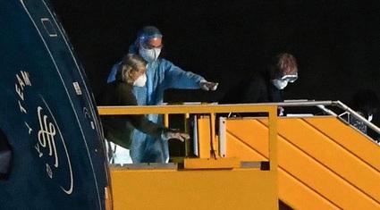 """Chuyến bay đưa công dân từ tâm dịch Covid-19 về nước: Ai là người cần """"đặc cách""""?"""