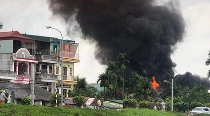 Chủ tịch Hà Nội yêu cầu công khai nồng độ hóa chất sau vụ cháy kho hóa chất cảng Đức Giang