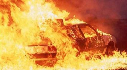 Ô tô con đang chạy liên tiếp bốc cháy: Hãy nghĩ kỹ trước khi độ xe!