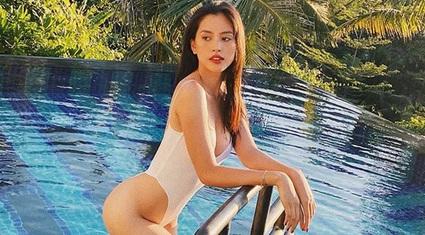 """HOT showbiz: Trần Tiểu Vy gây """"sốt"""" vì mặc bikini ở bể bơi khoe dáng đẹp như tranh"""