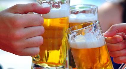 Cấm cán bộ công chức uống rượu bia nghỉ giữa giờ, vi phạm bị xử phạt thế nào?