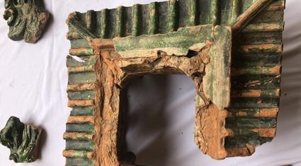 Tìm thấy mô hình kiến trúc tráng men xanh - vàng vô cùng quý hiếm thời Lê sơ