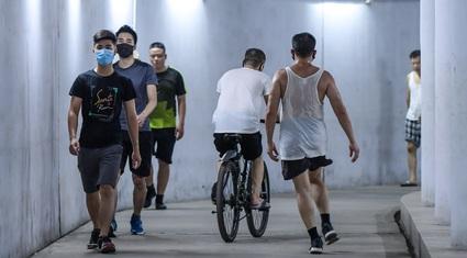 Hà Nội: Hầm đi bộ đông đúc bất ngờ giữa mùa dịch Covid-19