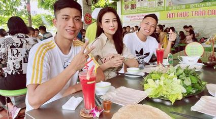 """Phan Văn Đức nhận """"lót tay"""" 10,5 tỷ đồng từ SLNA, vợ xinh tiết lộ bất ngờ"""