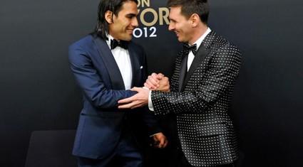 Gặp rắc rối với Messi, Barcelona nhắm Falcao thay thế