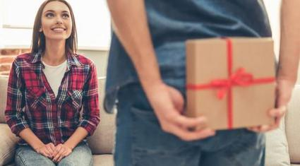 """Đừng tặng những món quà này trong dịp Valentine nếu bạn không muốn """"đường ai nấy đi"""""""
