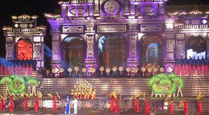 2,4 triệu du khách tham dự Festival Huế 2014