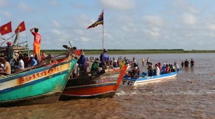 Chìm tàu đi lễ hội, ít nhất 3 người tử vong