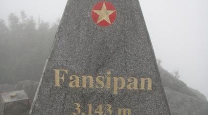 Phải ký cam kết khi tổ chức leo núi Fansipan