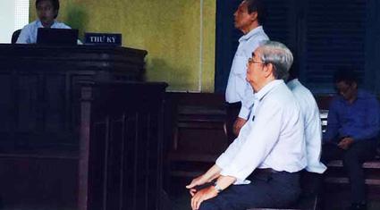 Y án sơ thẩm vụ nguyên Hiệu trưởng ĐH Hùng Vương kiện UBND TP.HCM