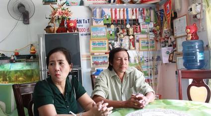 Nỗi lòng đau xót của cha mẹ cầu thủ bán độ Long Giang
