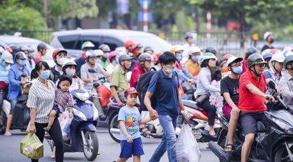 Ảnh-clip: Người dân ùn ùn đổ về Hà Nội sau 3 ngày nghỉ lễ