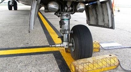 Tìm thấy lốp máy bay ATR 72 ngay khu vực sân bay Cát Bi