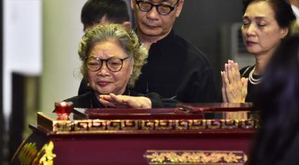 Nghệ sĩ Lê Khanh, Trung Anh thương tiếc tiễn biệt NSND Anh Tú
