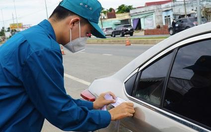 Chủ tịch UBND tỉnh Bến Tre chỉ đạo dừng việc dán niêm phong cửa xe ô tô qua tỉnh