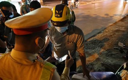 """Hà Nội: Hàng quán mở cửa trở lại, nhiều """"ma men"""" bị xử phạt vì vi phạm nồng độ cồn"""