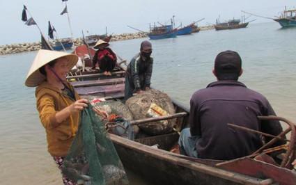 Hà Tĩnh: Gạo hỗ trợ đã về với ngư dân