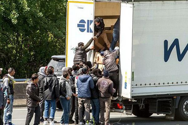 Vụ 39 người chết trong container: Thu nhập của người lao động Anh có đáng mơ ước?