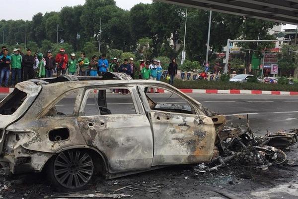Nhân chứng bàng hoàng kể lại vụ việc xe Mercedes GLC 250 gây tai nạn liên hoàn khiến 1 ngườ tử vong