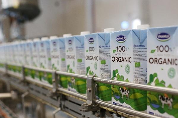 Từ vụ tin đồn về nguồn nguyên liệu sữa của Vinamilk: Phải có chế tài xử lý nghiêm