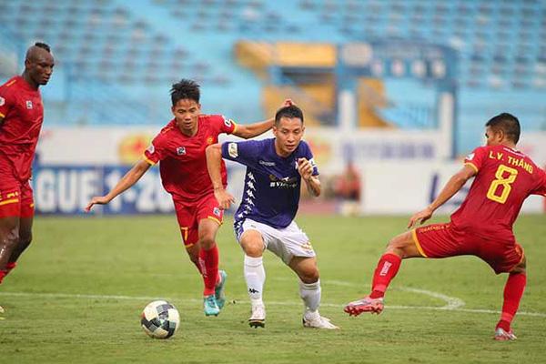 """Bị hỏi """"xoáy"""", HLV Thanh Hóa thản nhiên đáp trả khi hòa Hà Nội FC"""